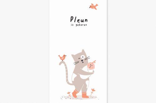 Het geboortekaartje katje met een vrolijke kat, klein vogeltje en lieve baby