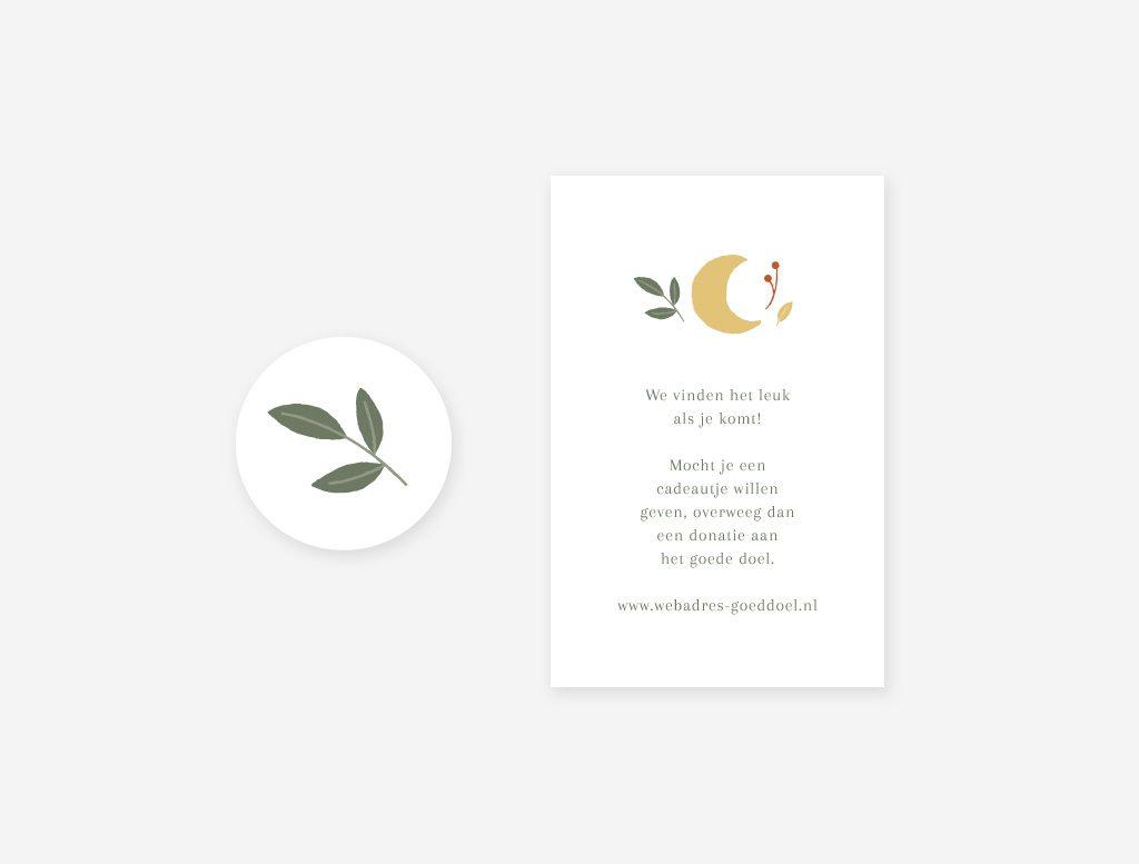 De sluitsticker om de envelop van het geboortekaartje uitlje dicht te plakken en een cadeaukaartje.